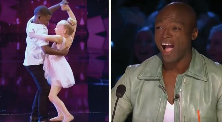 Questo giovane duo si esibisce con una famosa canzone d'amore: giudici e pubblico vanno in delirio!