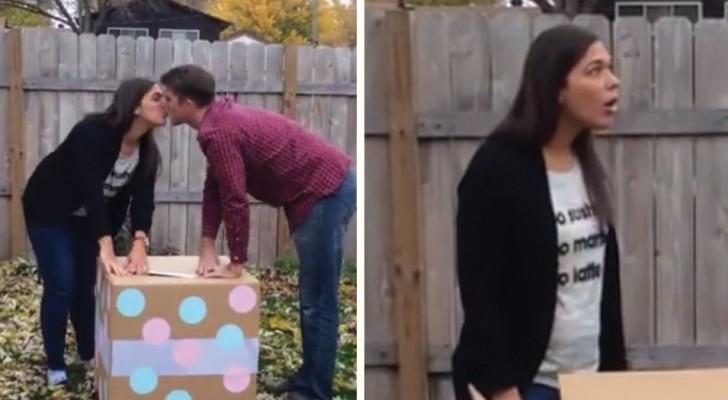 Los globitos revelan si el bebè es varon o mujer...Lastima que aquella sea la caja equivocada