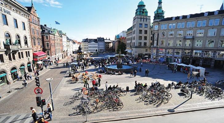 A Copenhagen ora ci sono più bici che auto: la capitale si guadagna il primato europeo