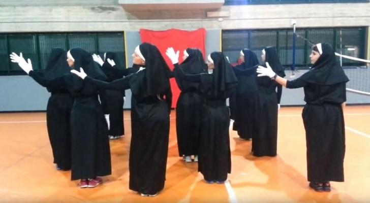 12 suore iniziano a ballare lentamente: qualche secondo dopo la loro coreografia vi conquisterà