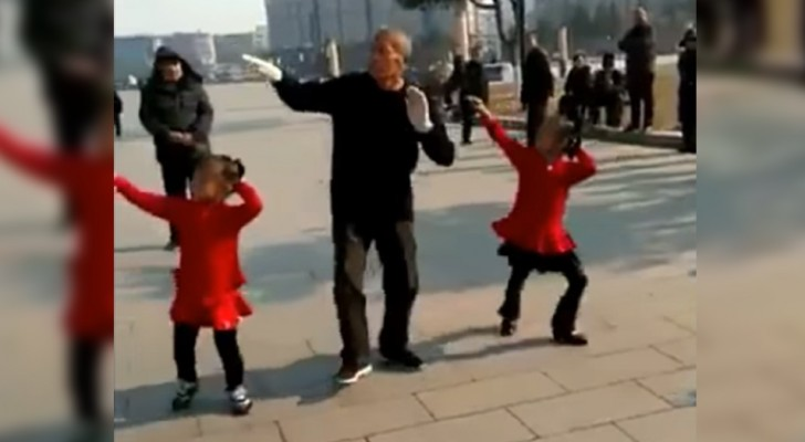 Grandfather and granddaughters perform on the street and it is not surprising that everyone stopped to look at them!