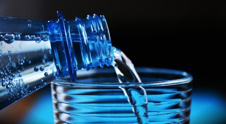 Micro-plastiche nel 93% delle acque in bottiglia: uno studio mette in allarme il mondo intero