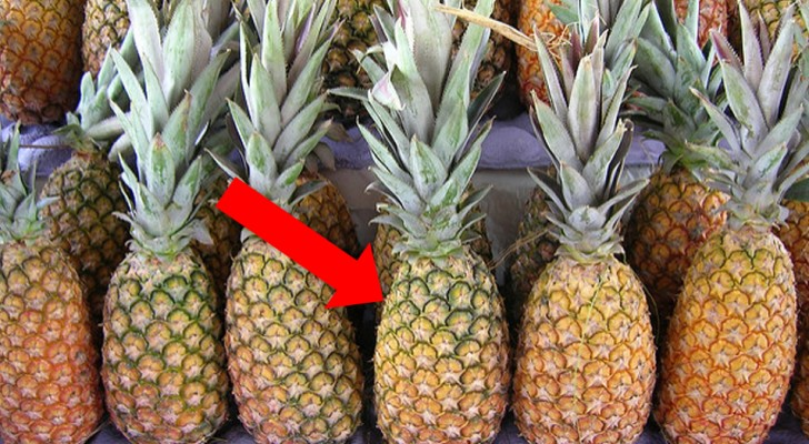 Never mind the leaves --- there is another completely unexpected way to choose the best pineapple