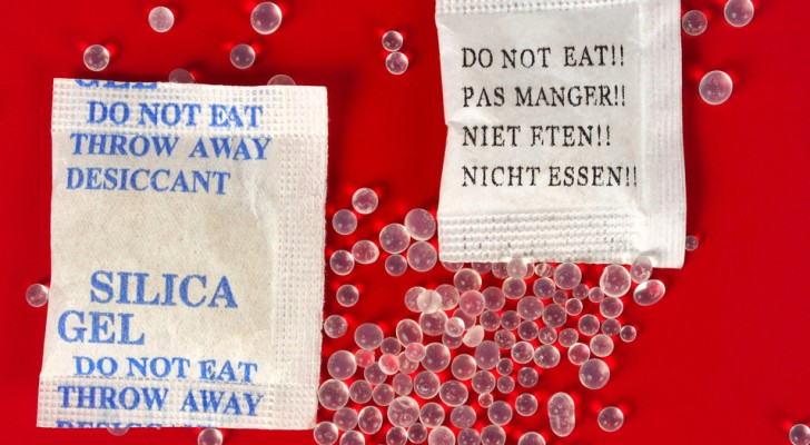It is amazing the way sachets of silica gel can be used! Here are 12 situations where they come in handy.