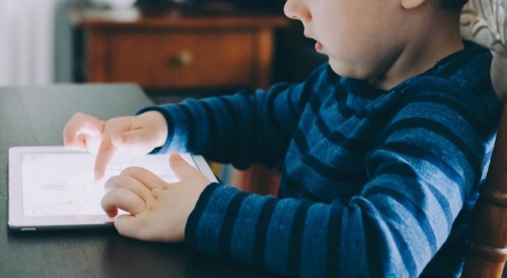Come aiutare un bambino che ha sviluppato una dipendenza da tablet o smartphone