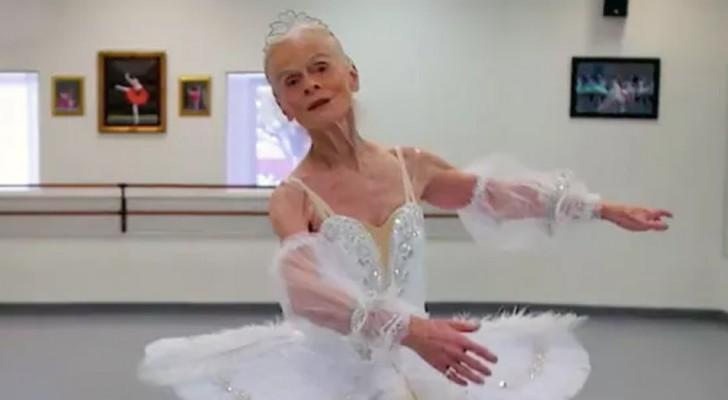 La forza straordinaria di questa ballerina di 77 anni dimostra a tutti noi che l'età è soltanto un numero