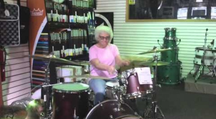 A super avó baterista