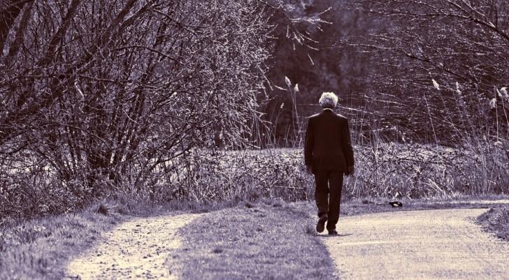 Una mujer pide ayuda luego de la muerte de una amiga: la respuesta de un anciano ha dejado a todos conmovidos