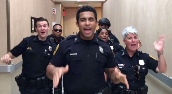 Dance challenge among the police! The choreography performed to the music of Bruno Mars is perfect and the video goes viral