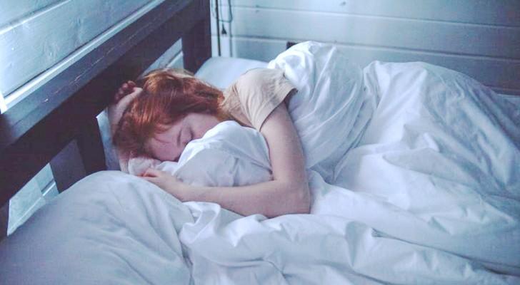 Den som fortsätter att sova efter det att väckarklockan ringt är mer intelligent enligt vetenskapen