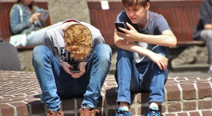 La Francia ha vietato per legge l'uso degli smartphone all'interno delle scuole