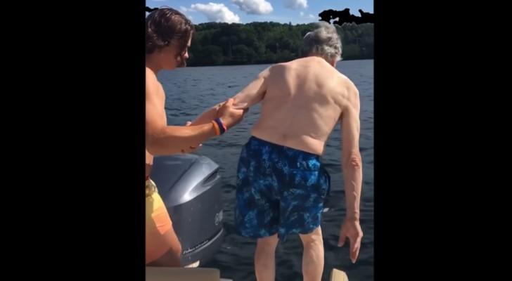 Um bisavô de 102 anos chega perto da água:  o modo como ele se joga surpreende a família