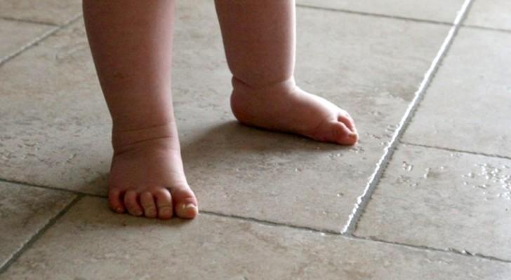 Os especialistas recomendam que as crianças andem de pés descalços pelo máximo de tempo possível: veja o porquê