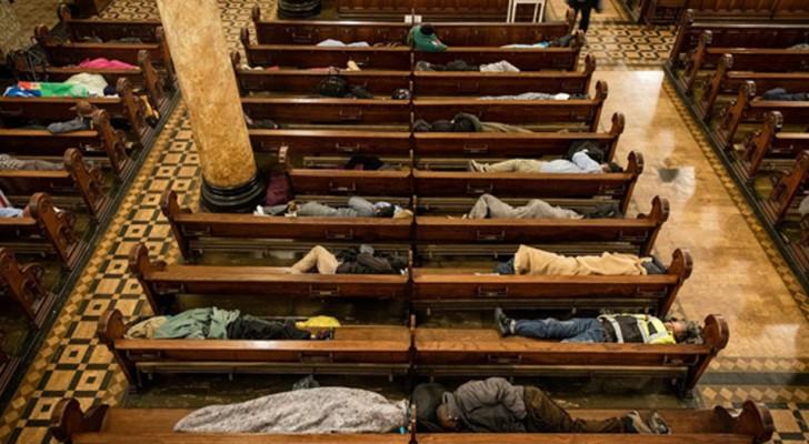 Den här kyrkan erbjuder härbärge åt 250 hemlösa varje natt för att undvika att de sover på gatan