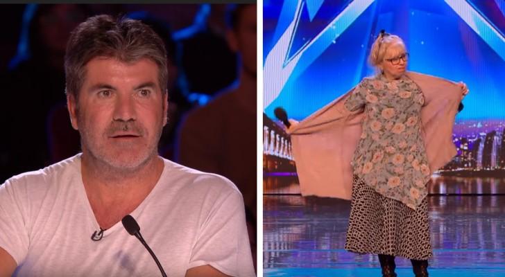 Eine süße 68-jährige Frau geht auf die Bühne, aber als sie anfängt, ihren Pullover auszuziehen, ändert sich ALLES!