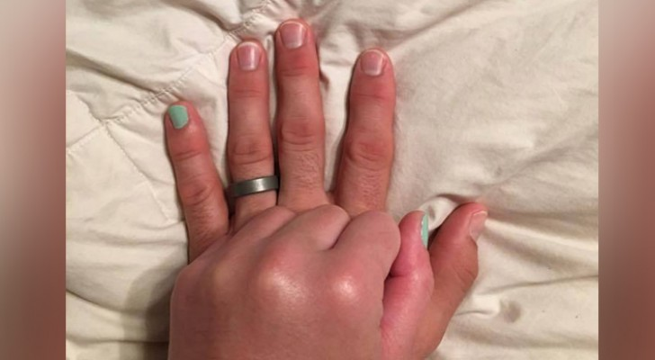 Il marito promette di colorarsi l'unghia della mano per il resto della vita: quando lei aprirà la sua avrete i brividi