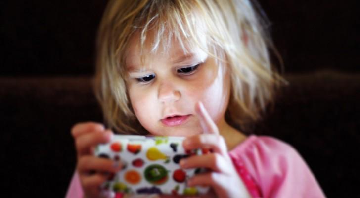 La dipendenza dagli schermi è reale e deteriora il cervello del tuo bambino