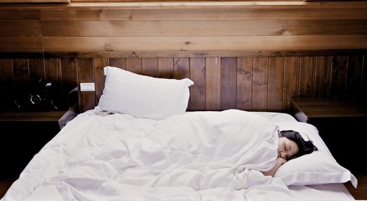 7 cose che fai la sera e che ti fanno alzare stanco al mattino