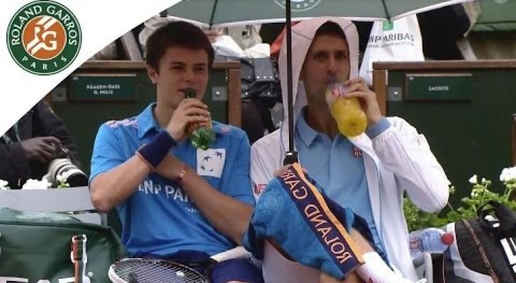 Il grande Novak Djokovic compie un gesto inaudito con il raccattapalle