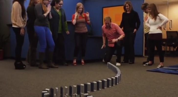 Un domino con 10.000 Iphone 5 como publicidad