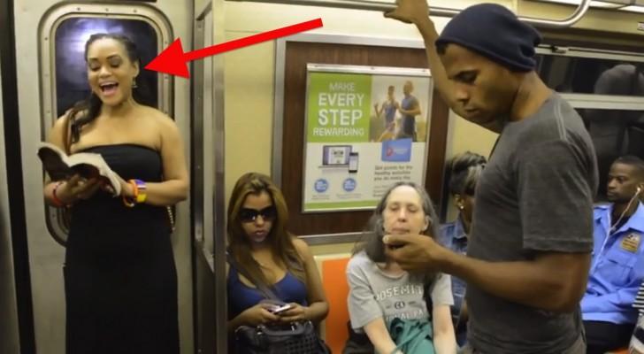 Het was een normale dag in de metro in New York, totdat ze begonnen met zingen
