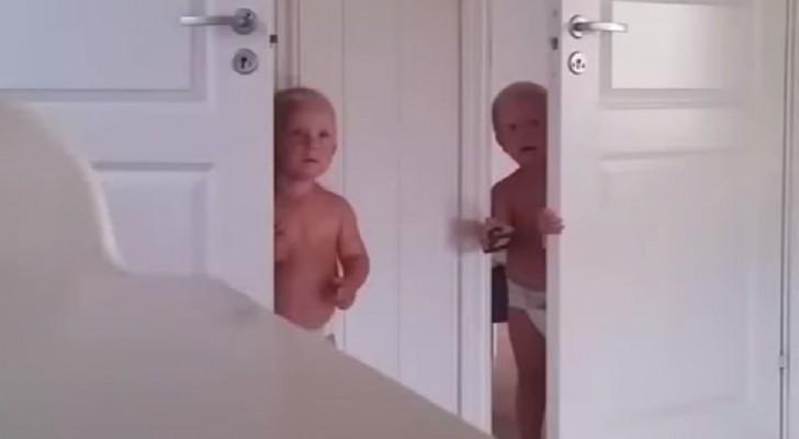 Quello che deve sopportare questa mamma per mettere a - Scorpione e gemelli a letto ...