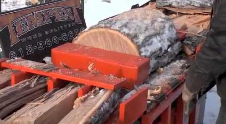 La maquina que corta los troncos como si fueran grisines for Maquina de astillar lena