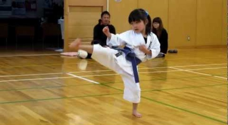 Incredible kihon training by this 5 year old girl !