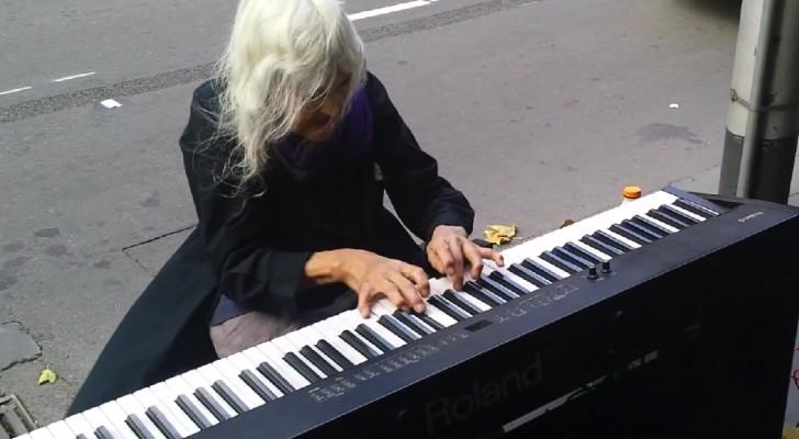 L'esibizione di questa artista di strada di 80 anni è assolutamente incantevole