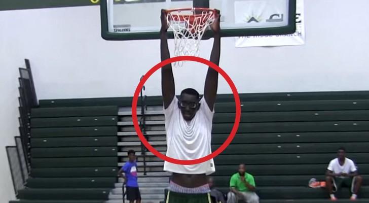 Der unschlagbare Basketballspieler, den alle gerne in ihrer Mannschaft hätten