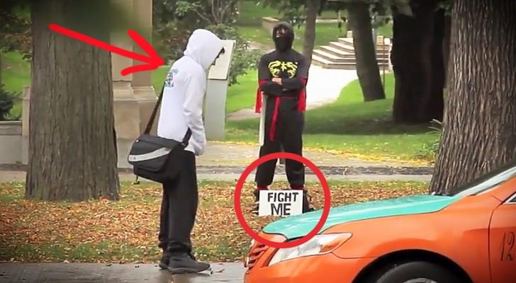 Estos transeuntes no se esperan esto que ocurrira cuando acepten el desafio del ninja!