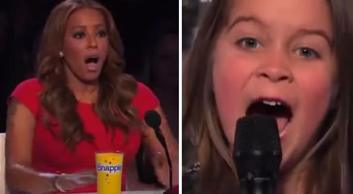 Uma menina de 6 anos entra no palco mas quando ela abre a boca todos ficam chocados!