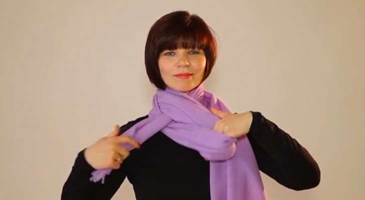 This woman shows you more than 20 DIFFERENT ways to wear a scarf ... Just choose your favorite one !