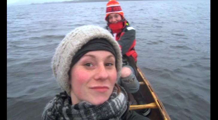 Dos amigas en barca viven una experiencia inesperada que no olvidaran jamas