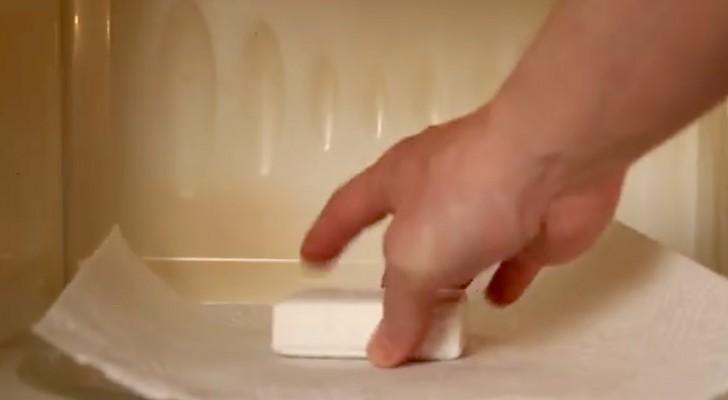 Coloca um sabonete dentro do microondas: veja o resultado!