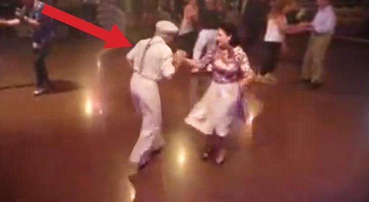 2 anciens commencent à danser... et vous serez émerveillés!