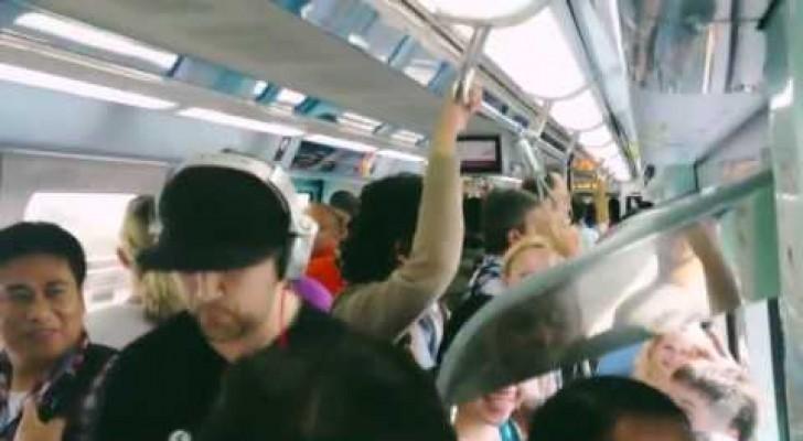 Un talento en la metro de Dubai