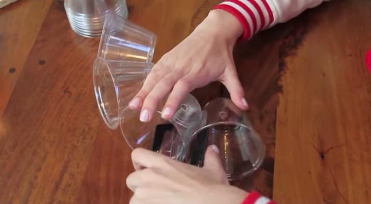 Un uomo inizia a spillare insieme dei bicchieri: ciò che crea vi sorprenderà