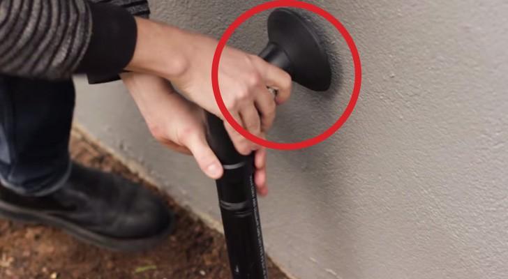 Instala um tubo falso do lado da porta de entrada. O motivo vai surpreender você!