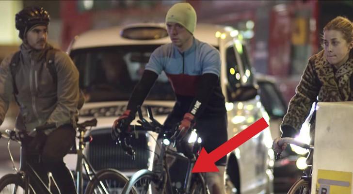 Parecen ciclistas como todos, pero de noche revelan un secreto...BRILLANTE