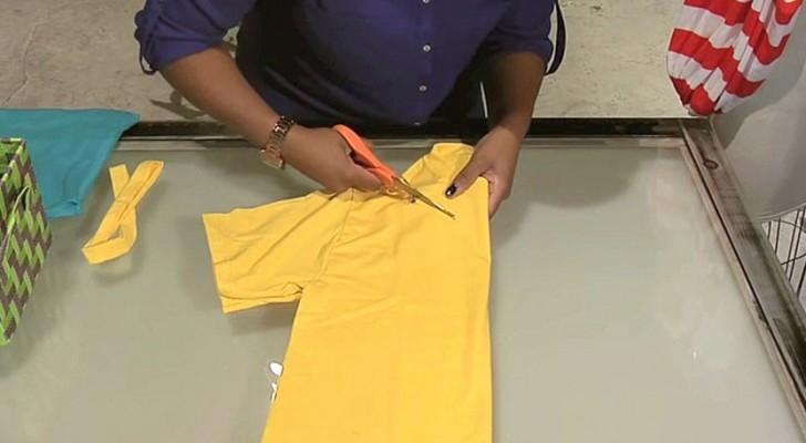 Elle commence à découper un vieux t-shirt: en 2 minutes elle crée un accessoire génial!