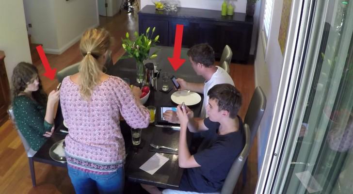 Los hijos usan el celular en la mesa, pero ella tiene un truco que TODOS los padres amaremos!