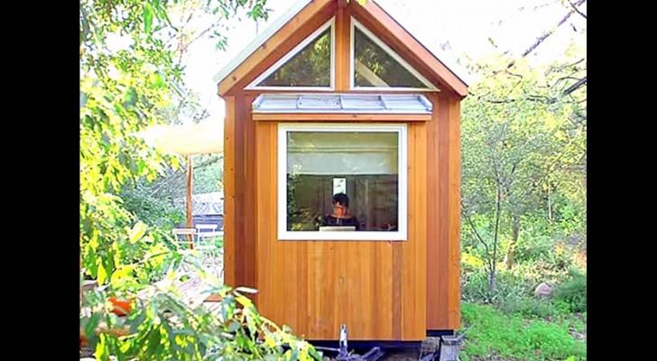 Vanaf buiten lijkt het een minuscuul huis, maar binnen staat je een grote verrassing te wachten!