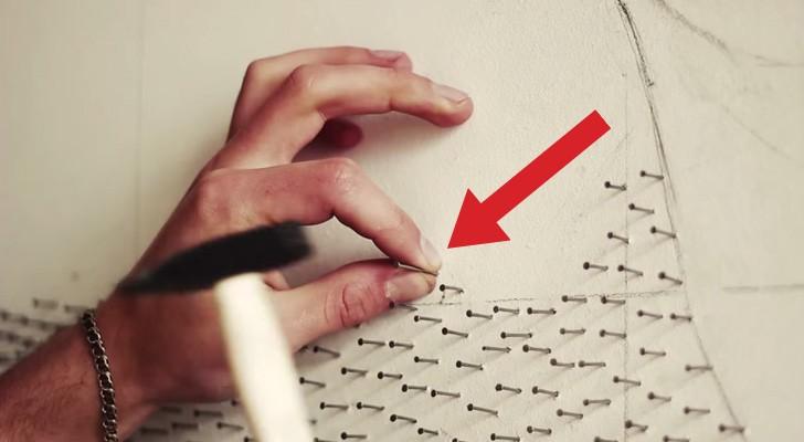 Comienza clavando centenares de clavos sobre una pared blanca: el resultado es GENIAL