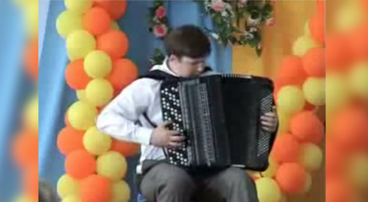 Many people know how to play the accordion, but this guy will enchant you with his talent !