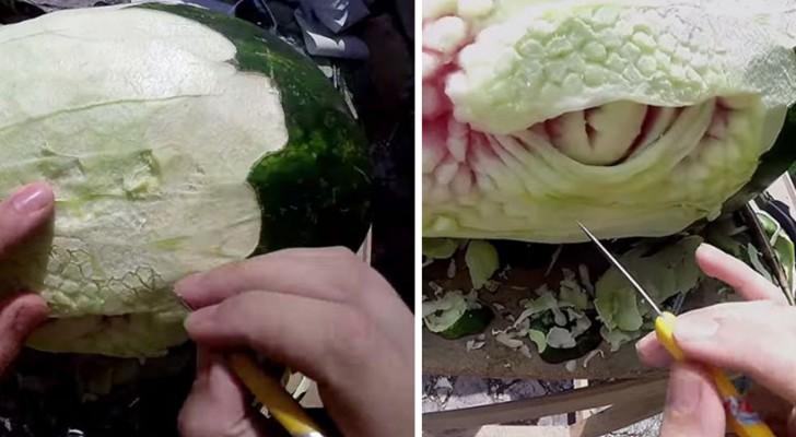 Ecco come uno scultore geniale riesce a trasformare un cocomero in un drago spaventoso