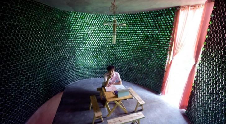 Vi presentiamo il ragazzo che ha costruito il suo ufficio usando 8.500 bottiglie di birra