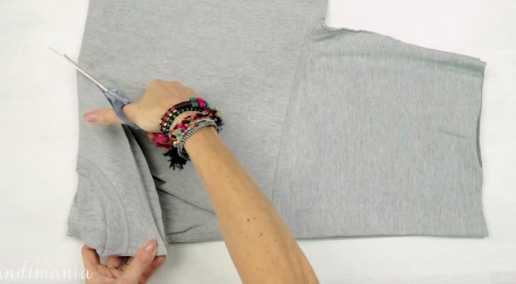 In 3 soli passaggi potete realizzare una borsa da spesa... usando una maglietta