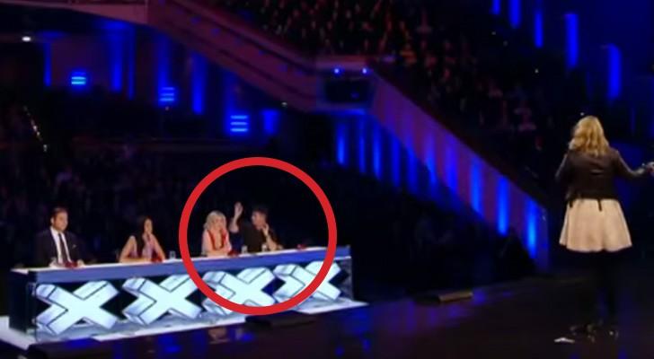 Ze wordt onderbroken door de jury tijdens haar optreden, maar haar tweede poging is een doorslaand succes!