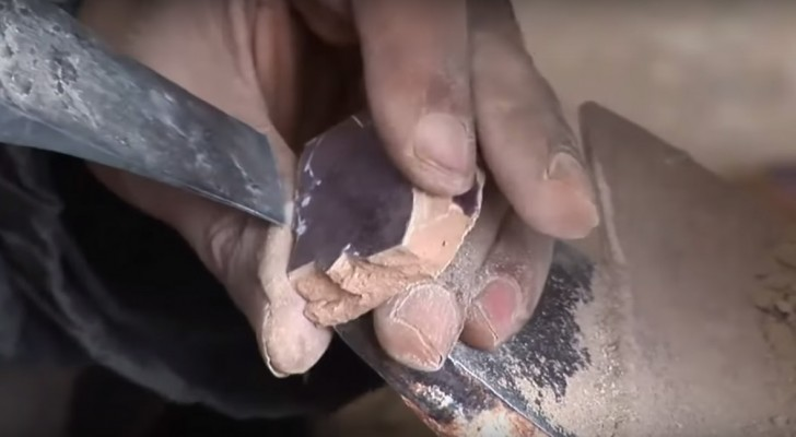 A craftsman starts by cutting a tile ... what he's going to create is enchanting !